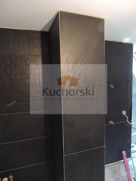 Łazienka z czarnych płytek