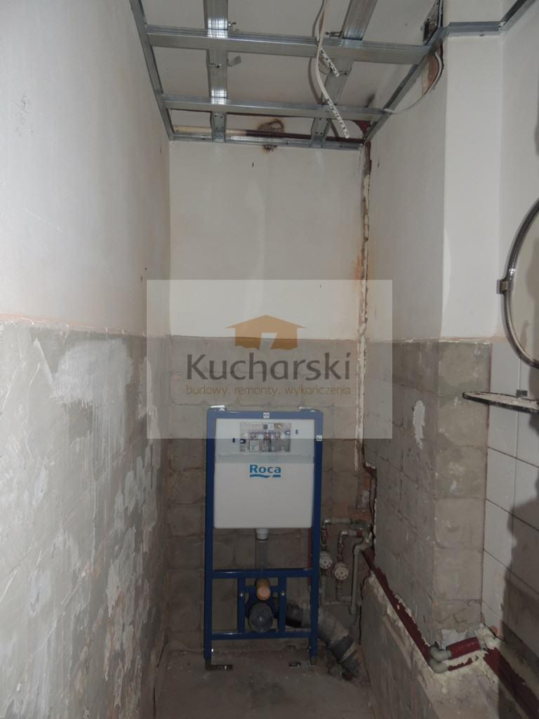 Remont łazienki - montaż zestawu podtynkowego oraz wykonanie zabudowy pod sufit podwieszany