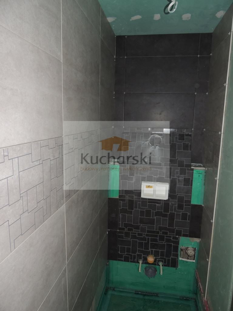 Remont łazienki - układamy płytki na zabudowie podtynkowej