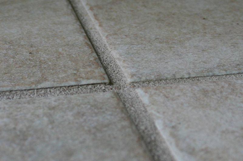Dlaczego fugi epoksydowe górują nad cementowymi ?