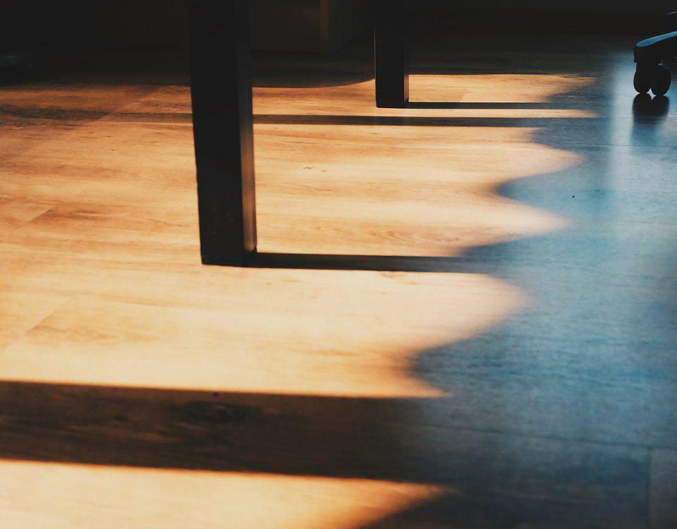 Wydajność ogrzewania podłogowego w dużej mierze zależy od tego, w jaki sposób jest zarządzana. Im bardziej będzie nowoczesna instalacja, tym więcej korzyści można będzie uzyskać.