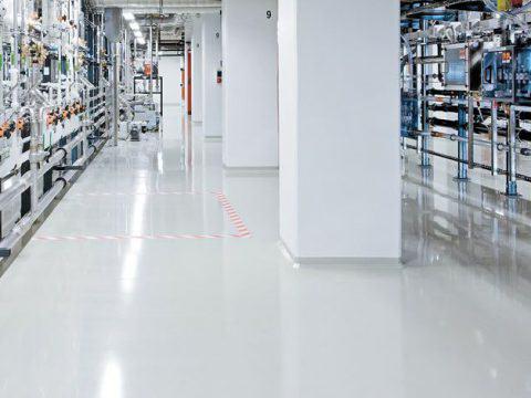 Hale przemysłowe i pomieszczenia produkcyjne – wybór posadzek Sikafloor