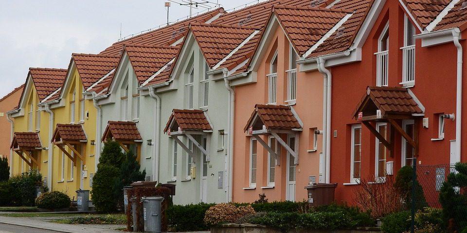 Budowa domu w granicy działki, przepisy i zalecenia architekta