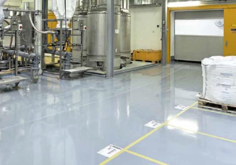 Posadzki Sikafloor w halach przemysłowych i pomieszczeniach produkcyjnych
