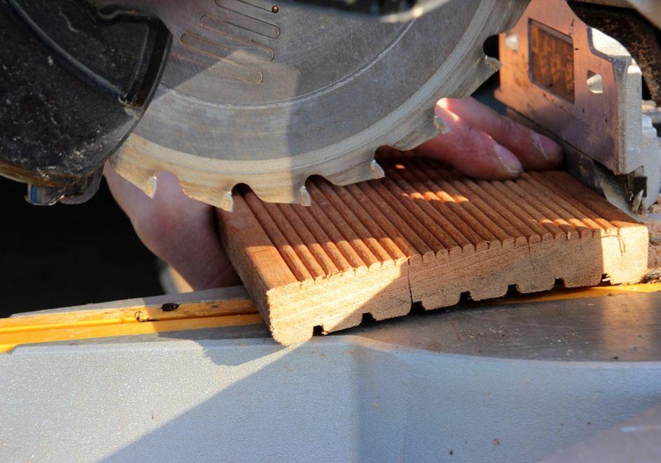Elektryczna piła stołowa do drewna – jak wybrać, na co zwrócić uwagę