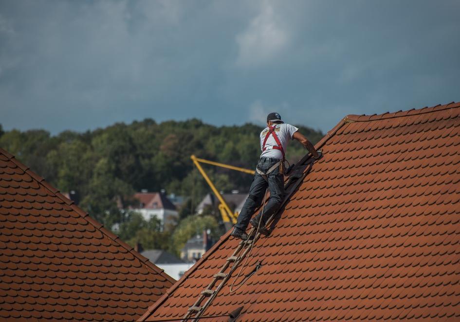 Jak wybrać dobrego dekarza - dach